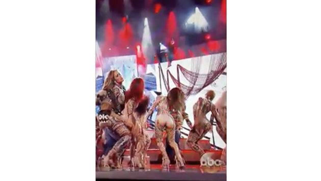 """Bei den """"American Music Awards"""" platzte einer Backgroundtänzerin von Jennifer Lopez die Hose. (Bild: Viennareport)"""