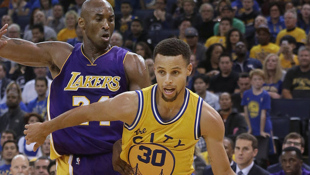 Stephen Curry (rechts) gegen Lakers-Star Kobe Bryant (links) (Bild: AP)