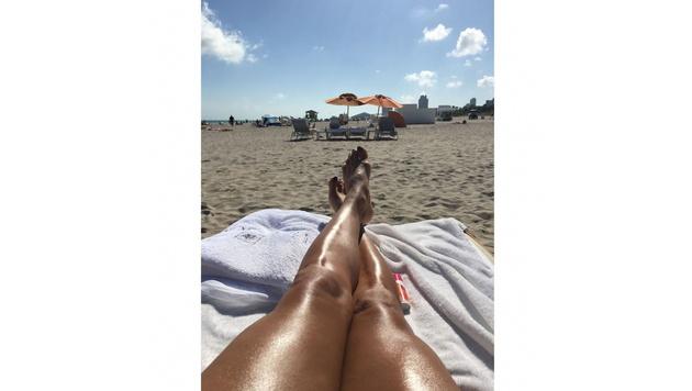 Eva Longoria lässt sich in Miami die Sonne auf die Beine scheinen. (Bild: Viennareport)