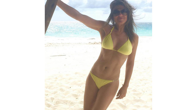 Wow! Diese sexy Urlaubsgrüße sendete Liz Hurley an ihre Fans. (Bild: Viennareport)