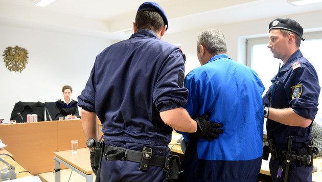Der 54-jährige Angeklagte vor Gericht (Bild: APA/BARBARA GINDL)