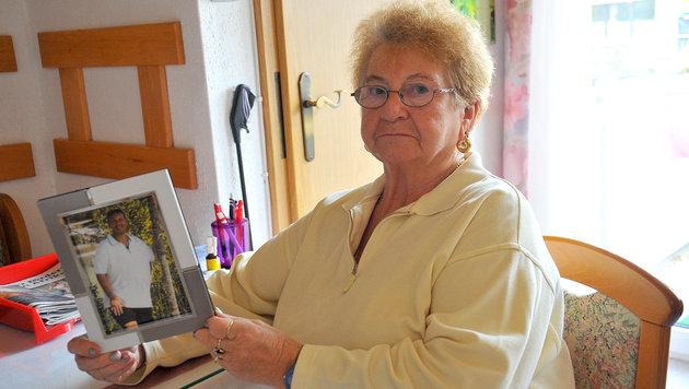 Elfriede Saminger trauert um ihren Sohn. Ein Erinnerungsplatz könnte ihr Ruhe geben. (Bild: Horst Einöder)