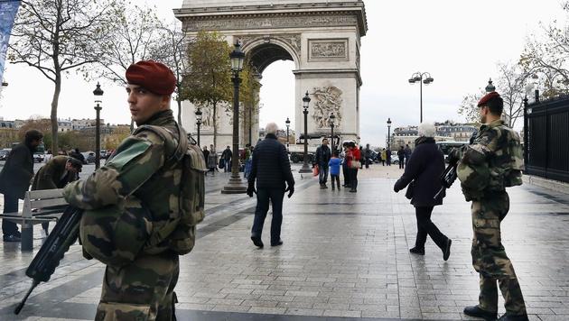 Frankreich setzt Menschenrechtskonvention aus (Bild: AP)