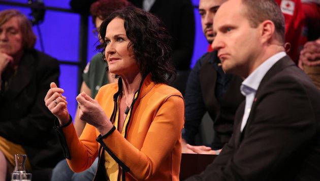 """Glawischnig und Strolz kritisierten beim ORF-""""Bürgerforum"""" die Kürzung von Hilfsmitteln. (Bild: ORF)"""