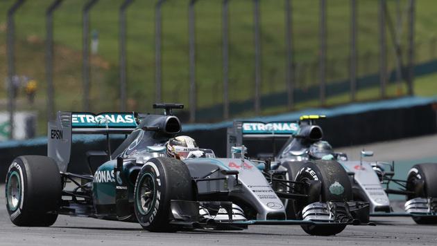 Ferrari statt Mercedes: Hamilton geht fremd (Bild: AP)