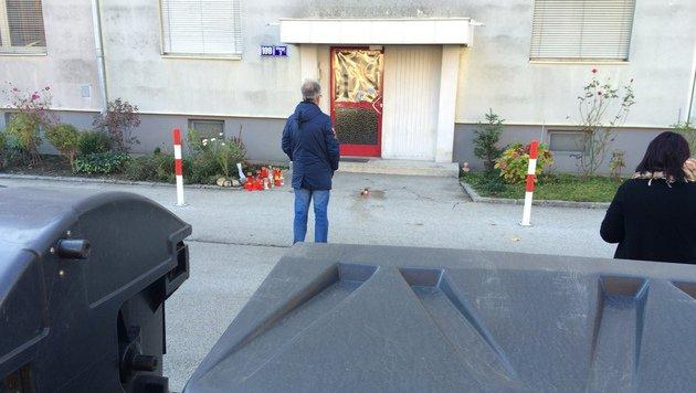 Vor dieser Haustür wurde Taxler Reinhard O. erschossen. (Bild: Christian Rosenzopf)