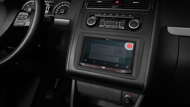 Android Auto nimmt Befehle per Spracherkennung entgegen. (Bild: Pioneer)