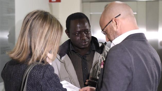 Bakary J. scheitert mit Klage gegen die Republik (Bild: APA/HELMUT FOHRINGER)