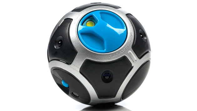 Mit dem Trackball gibt man Miposaur Befehle und lässt ihn Tricks aufführen. (Bild: WowWee)