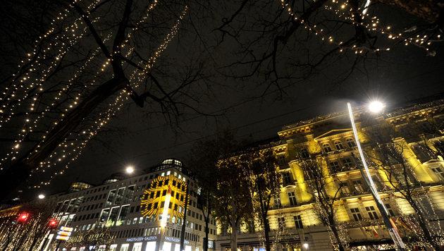 Weihnachtslichter an - heuer auch am Wiener Ring (Bild: APA/HERBERT PFARRHOFER)