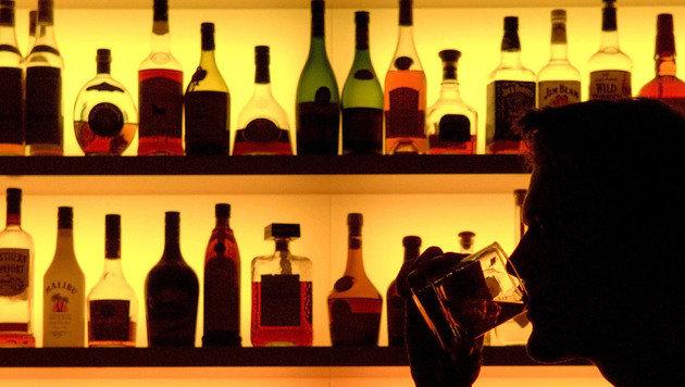 Faible für teuren Alkohol wurde Duo zum Verhängnis (Bild: APA/DPA/KLAUS-DIETMAR GABBERT (Symbolbild))
