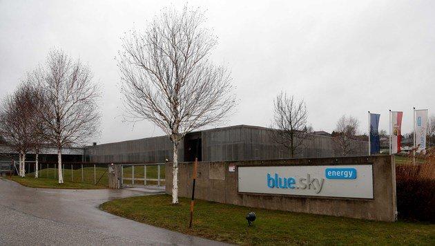 """In diesen Hallenkomplex der Firma """"blue.sky energy"""" ziehen 250 Flüchtlinge ein. (Bild: Helmut Klein)"""