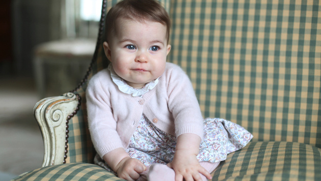 So herzig war Williams und Kates Töchterl Charlotte mit einem Jahr. (Bild: AP)