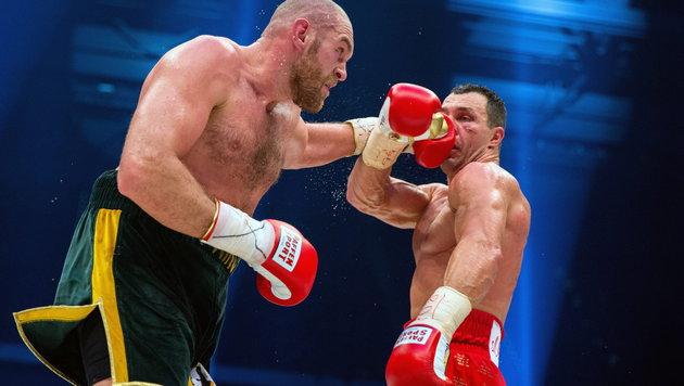Wladimir Klitschko musste gegen Tyson Fury ordentlich einstecken. (Bild: APA/EPA/Rolf Vennenbernd)