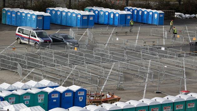 Flüchtlingsstrom verlagert sich jetzt nach Kärnten (Bild: APA/EPA/GYORGY VARGA)