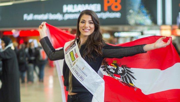 Amina Dagi mit Flagge (Bild: MAC/www.inshot.at)