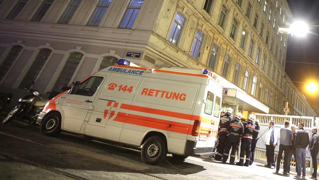 Obdachloser von Wiener Berufsrettern geschlagen (Bild: APA/Georg Hochmuth (Symbolbild))