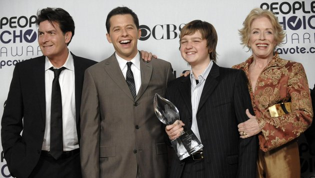 Charlie Sheen, Jon Cryer, Angus T. Jones und Holland Taylor (Bild: AP)