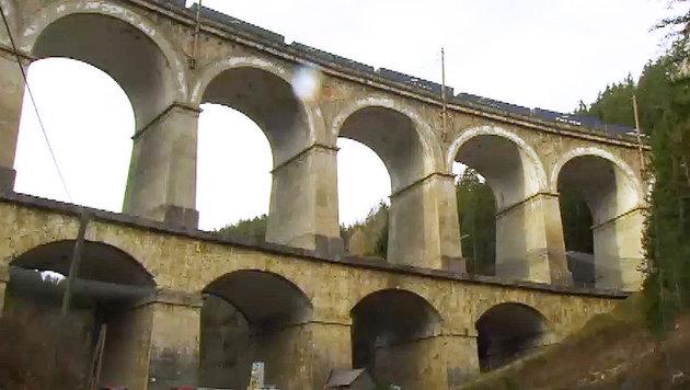 Zug entgleist: Südbahn für drei Wochen gesperrt (Bild: APA/ORF)
