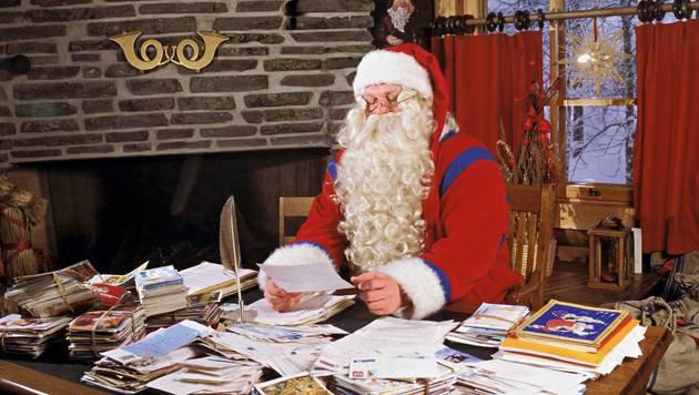 Im finnischen Rovaniemi kann man den Weihnachtsmann das ganze Jahr über besuchen. (Bild: mauritius.com)