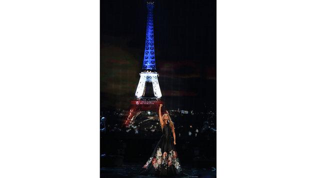 ... ein berührendes Lied für die Terror-Opfer von Paris. (Bild: Matt Sayles/Invision/AP)