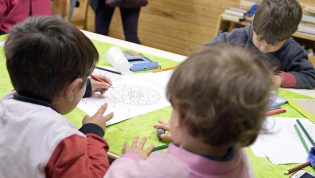 Kindergartenkinder mit Klebeband gefesselt (Bild: APA/HANS PUNZ (Symbolbild))