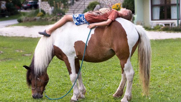 Spaß für Kinder und Tiere in Naturerlebnis-Pension (Bild: Naturerlebnis Simone)