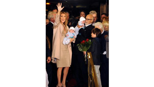 2011 mit Ehemann René Angélil, Sohn René-Charles und den Zwillingen Eddy und Nelson (Bild: AFP)