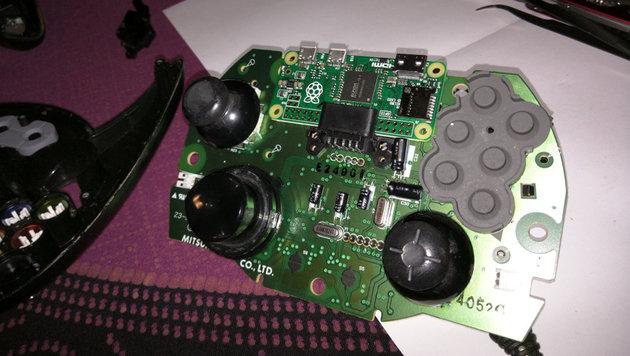 Dort, wo früher die Speicherkarte war, sitzt bei Edens Controller jetzt der Minicomputer. (Bild: shkspr.mobi/blog)