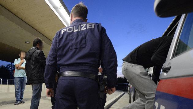 Massenschlägerei in Flüchtlingsheim: 25 Festnahmen (Bild: APA/HANS KLAUS TECHT (Symbolbild))