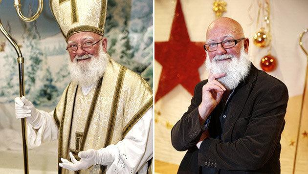 Günter Aichinger einmal mit, einmal ohne Nikolaus-Kostüm (Bild: Reinhard Holl)