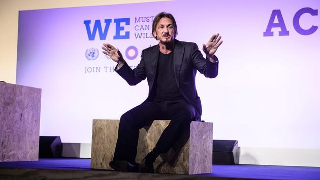 Sean Penn beim Klimagipfel (Bild: APA/EPA/CHRISTOPHE PETIT TESSON)