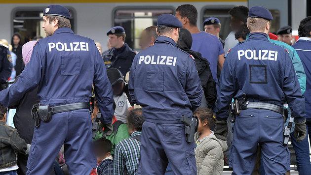 Mit Ziel Syrien: Schwedin (17) in Wien verhaftet (Bild: APA/HERBERT NEUBAUER)