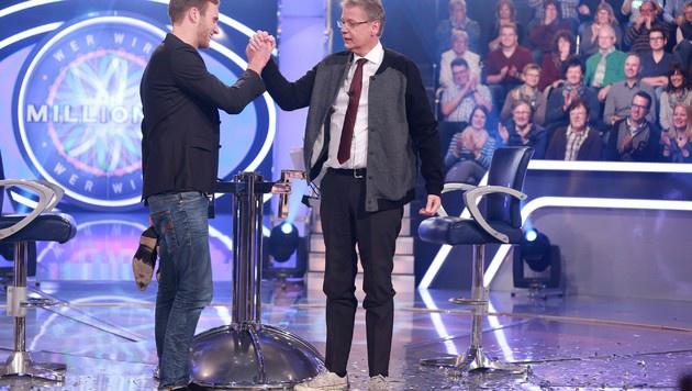 Günther Jauch hat dem Doktorand versprochen, dass er seinen Anzug bekommt. (Bild: RTL)