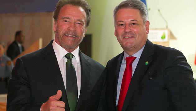 """Arnie und Andrä: """"Helft uns, die Erde zu retten!"""" (Bild: BMLFUW/Strasser Robert)"""