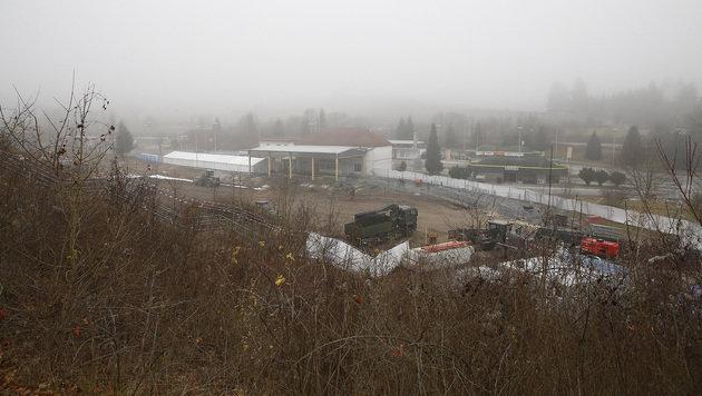 Grenzzaun in Spielfeld: Bau läuft auf Hochtouren (Bild: APA/ERWIN SCHERIAU)