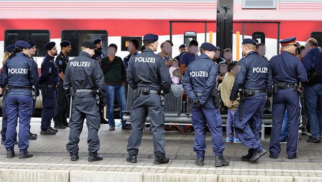 IS-verdächtige Schwedin (17) wird zurückgeschickt (Bild: APA/HERBERT NEUBAUER (Symbolbild))