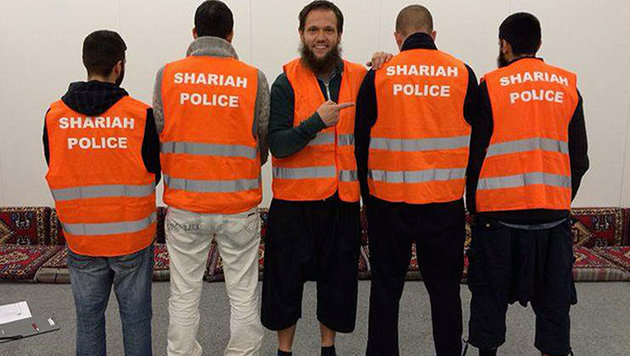 Auf Facebook hatten sich die Männer damals mit ihrer Patrouille gebrüstet. (Bild: facebook.com/Shariah-Polizei-Germany)