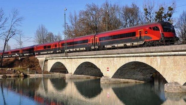 Der ÖBB-Railjet steuert den Hauptbahnhof an. (Bild: ÖBB (Symbolbild))
