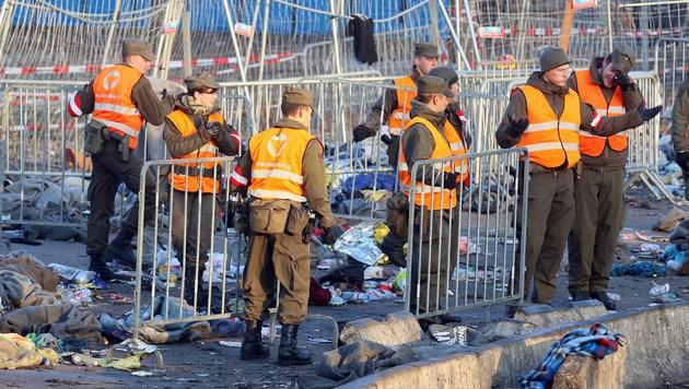 Soldaten bei Grenzeinsatz völlig ungeschützt (Bild: AP)