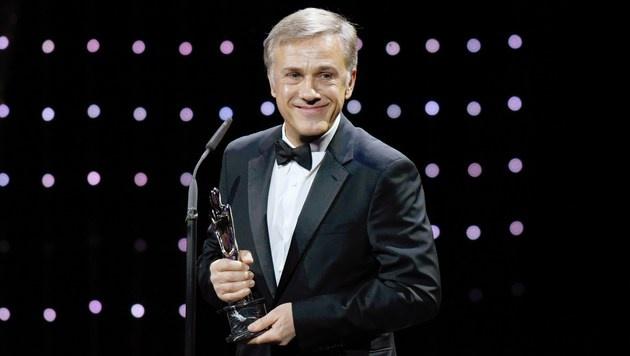 Christoph Waltz mit Europäischem Filmpreis geehrt (Bild: APA/AFP/POOL/CLEMENS BILAN)