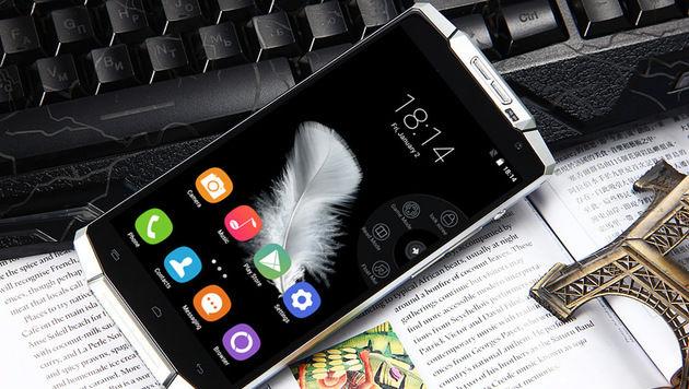 Dieses Smartphone soll bis zu 15 Tage lang laufen (Bild: Oukitel)