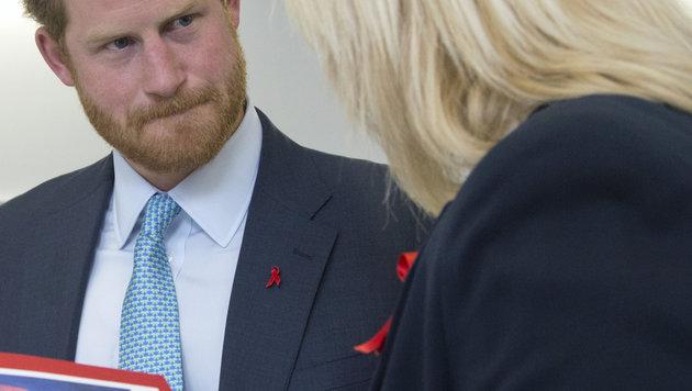 Prinz Harry beim Besuch eines Spitals für HIV-Patienten, das schon seine Mutter unterstützt hat. (Bild: Viennareport)