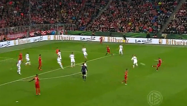 Video: Xabi Alonsos Volley rettet den FC  Bayern (Bild: YouTube.com)