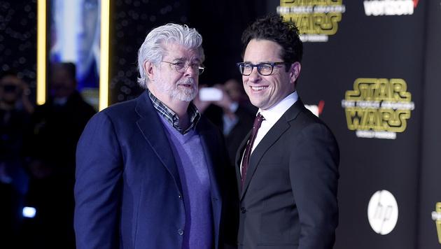 Star-Wars-Mastermind George Lucas mit J.J. Abrams, der bei Episode 7 Regie führte. (Bild: Jordan Strauss/Invision/AP)