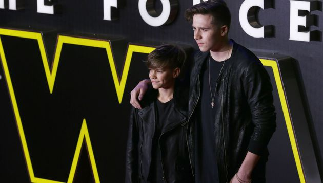Die Beckham-Söhne Romeo (li.) und Brooklyn (re.) (Bild: APA/AFP/JUSTIN TALLIS)