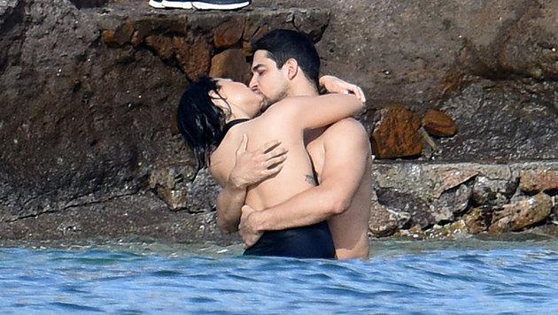 Demi Lovato und Wilmer Valderrama turteln und knutschen am Strand von St. Barth. (Bild: Bullspress)