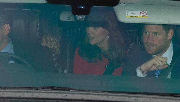Prinz Harry fuhr gemeinsam mit seinem Neffen Prinz George und seiner Schwägerin zur Queen. (Bild: Viennareport)