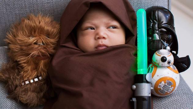 Mark Zuckerberg macht Tochter Max zum Mini-Jedi (Bild: Facebook/Mark Zuckerberg)