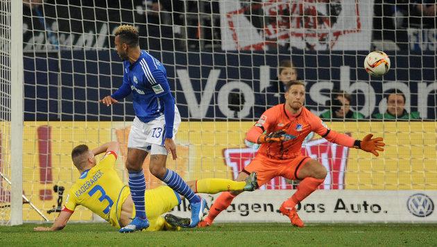 Unglaublich! Schalker trifft volley mit der Sohle (Bild: GEPA)